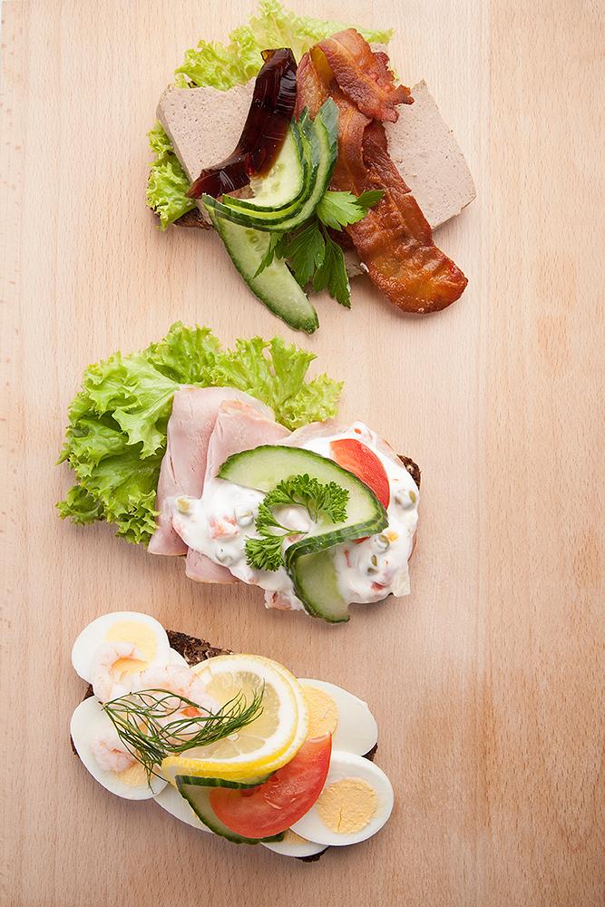 Smørrebrød med æg, leverposteg og dyrlægens natmad