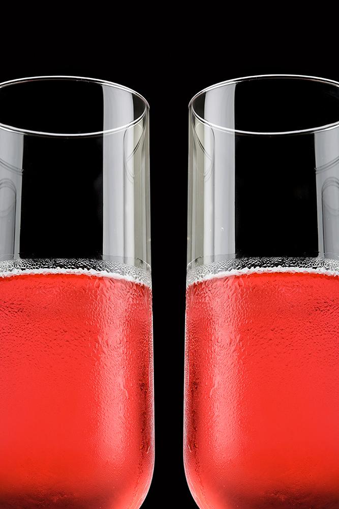 To drinkglas med cosmopolitan drink tæt på