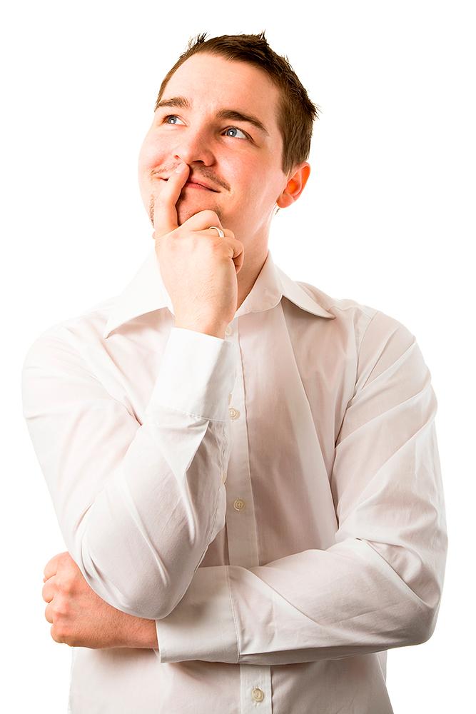 ung mand i hvid skjorte som tænker og kigger op ad af palle christensen