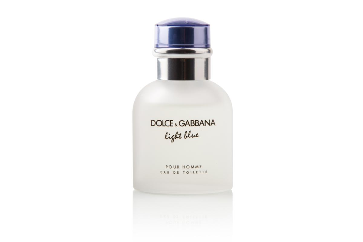 Produktfoto af parfume med reflektion